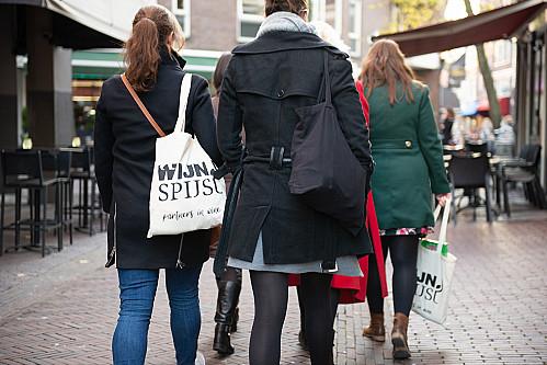 WijnSpijs - Delft | Illegaal culinair wandelen nu toch toegestaan